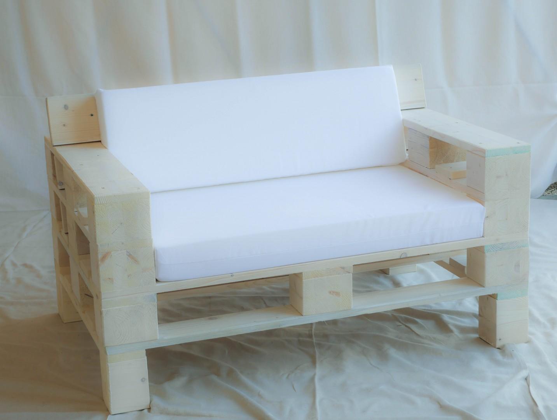 Divano Pallet Prezzo : Noleggio divano pallet posti con braccioli completo di cuscini